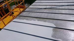 Power washing metal surface